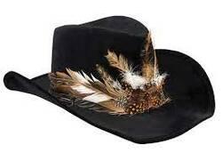 De beaux chapeaux bien décorés!