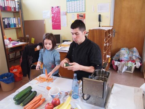 le chef du restaurant L'Argousier à l'école maternelle