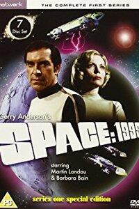 Cosmos 1999 (1975) : En 1999, la Terre entrepose ses déchets nucléaires sur la Lune où est déjà installée la base lunaire « Alpha ». Le 13 septembre, une explosion de ces stocks provoque une telle réaction en chaîne que la Lune quitte l'orbite terrestre puis le système solaire. Dans l'incapacité de regagner la Terre, les 311 survivants commandés par le charismatique commandant Koenig, errent sur l'astre dans le cosmos et affrontent toutes sortes de dangers. ...----- ... 999 (1975) Multi x264 AC3 2 Saisons Titre original : Space: 1999 Genre : Série de science-fiction Création : Gerry Anderson, Sylvia Anderson Musique : Barry Gray, Derek Wadsworth (en) (générique), Vic Elms (en) Pays d'origine : Royaume-Uni, Italie Chaîne d'origine : ITV, RAI Nb. de saisons : 2 Nb. d'épisodes : 48 Durée : 47 minutes Diffusion originale : 4 septembre 1975 – 7 mai 1978