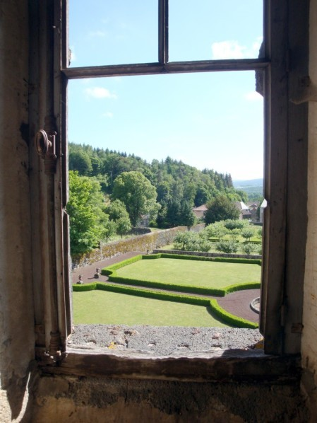Château-Dauphin à Pontgibaud.9pg