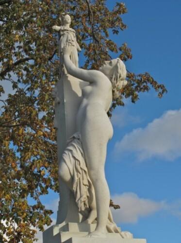 statue femme Cassandre Millet Tuileries