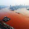 Chine- le fleuve Yangtze de couleur rouge...