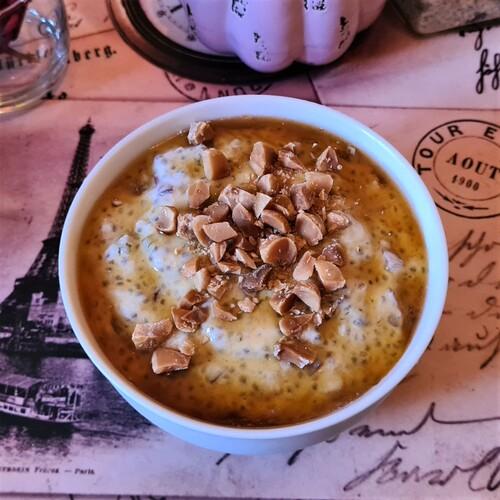 Porridge froid protéiné au raisin & sirop d'érable
