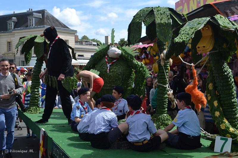 Rambouillet : Fête du Muguet : défilé (1)