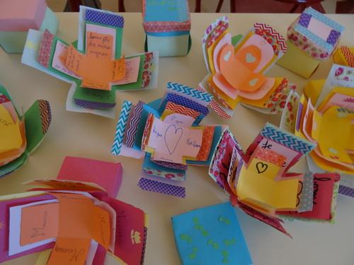 Fêtes des mères : les cartes cubes des élèves ...