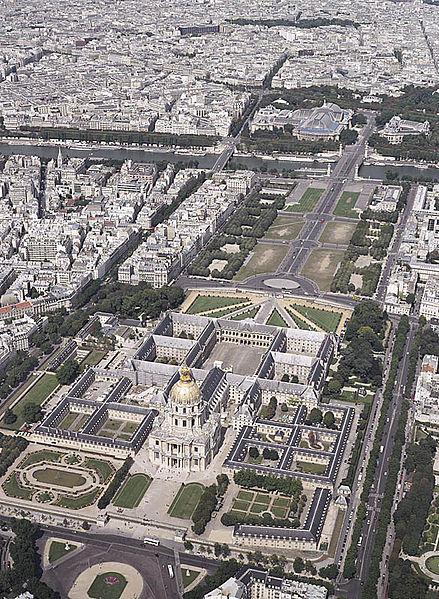 Tour Eiffel , Invalides