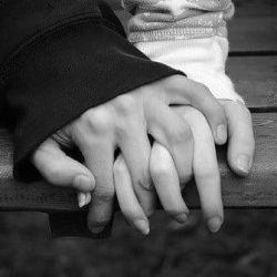 Des mains qui se touchent ...