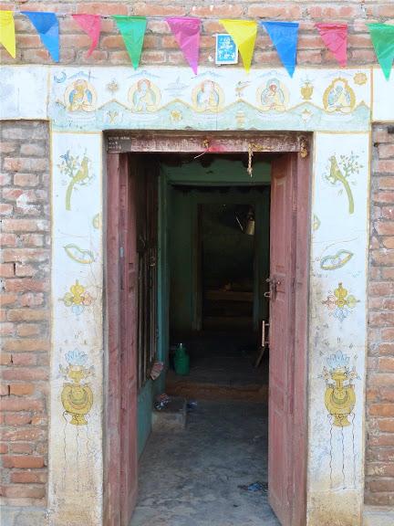 une porte bien décorée