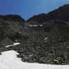Abandon de l'axe du vallon du Cuello de Lavaza pour monter à gauche sur la croupe qui le borde