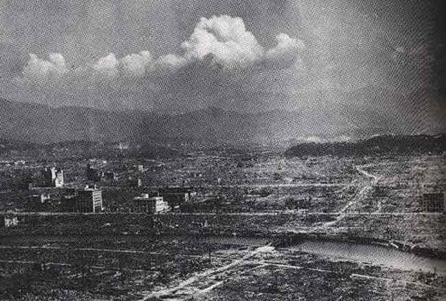Hiroshima apres le largage de la bombe atomique