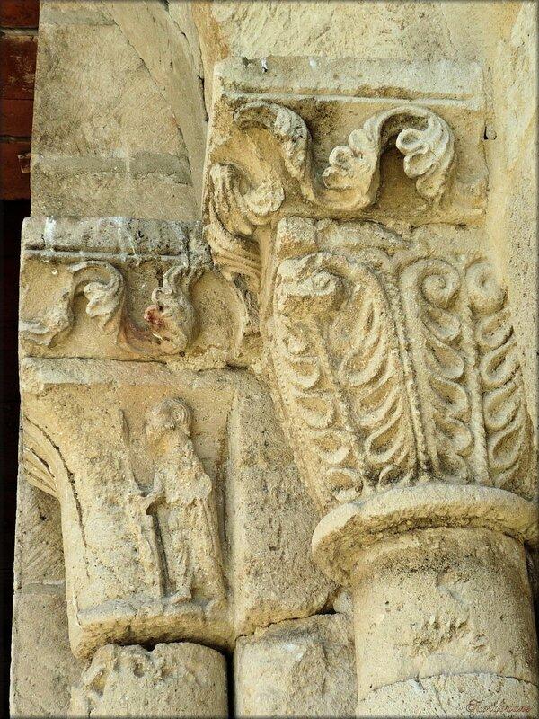 Photo du portail sud de l'église romane