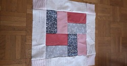 Patchwork plaid en rose et gris.