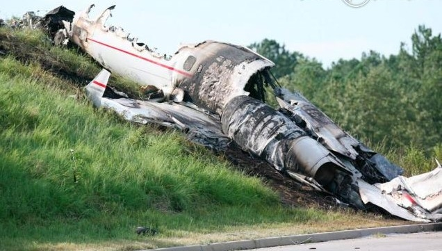 183912-l-epave-de-l-avion-apres-le-crash-637x0-2