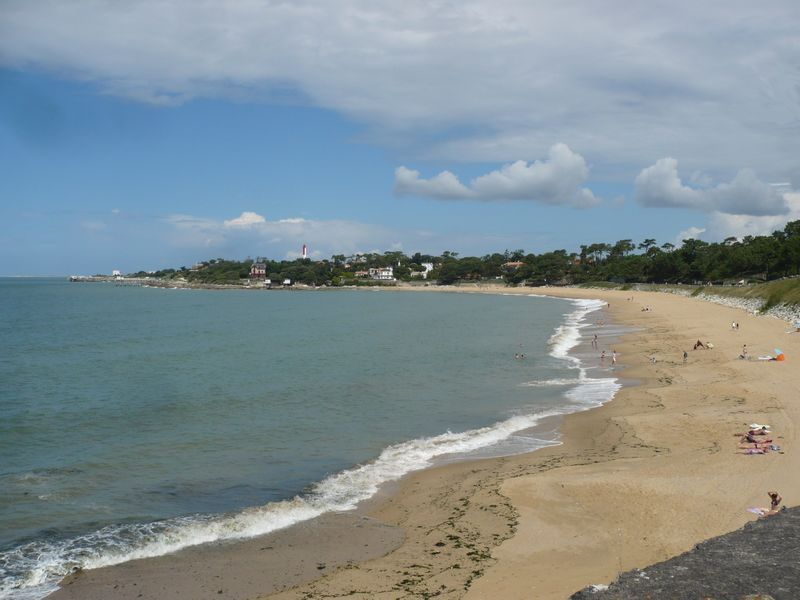 Vues générales de la plage du Platin, les deux premières de lundi, la troisième de jeudi au retour. Elle est très étendue ! Je ne suis pas allée jusqu'au bout.
