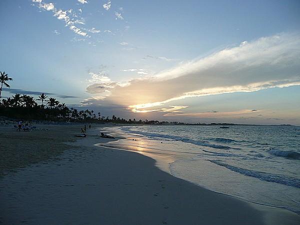 800px-Punta Cana sunset 2