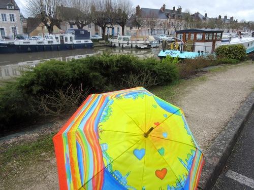 Parapluies et bateaux