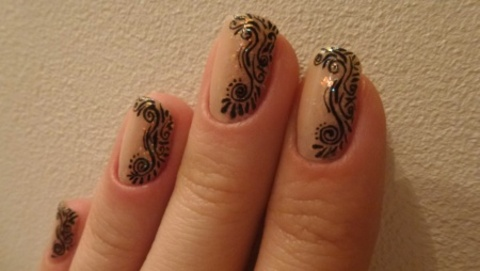 Nail Art arabesques ethniques