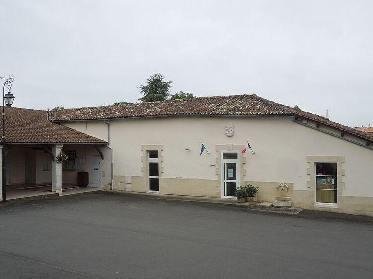 Germignac, mairie.jpg