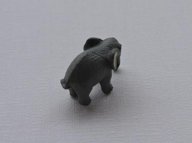 Eléphant gris ou bleuté miniature