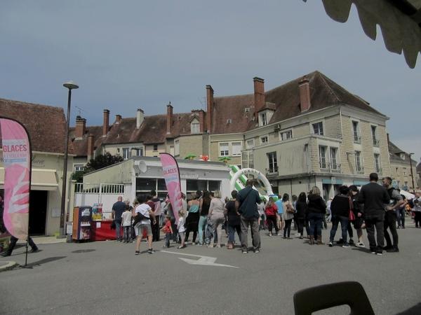 Une joyeuse  course de caisses à savon a dévalé rue Docteur Robert  pour la plus grande joie des Châtillonnais !
