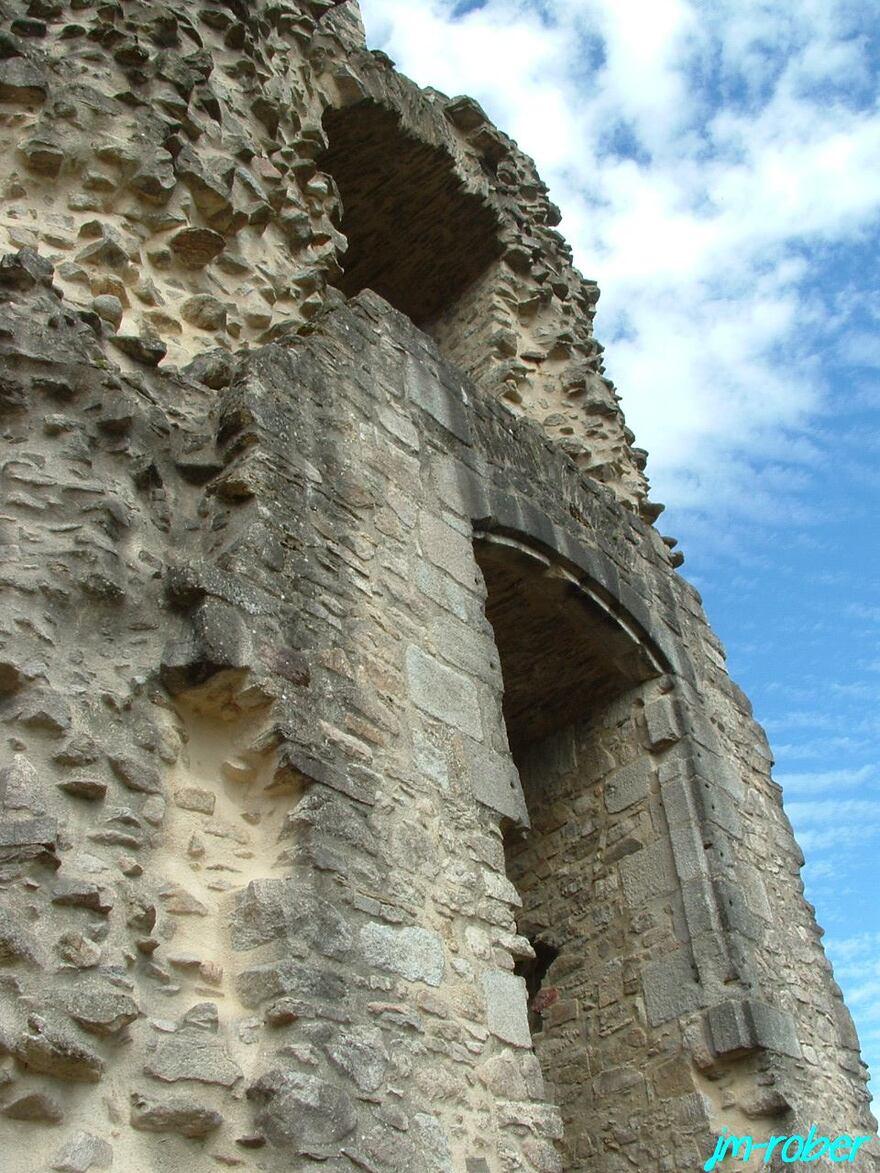 Les Cars 87 «un pan dans l'histoire du Limousin» Le château des Cars aujourd'hui ,seul des vestiges