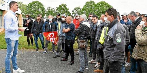 Une cinquantaine de salariés de la Fonderie Bretagne se sont rendus au siège du Medef Morbihan, à Caudan. Alban Ragani, président, a reçu deux représentants.