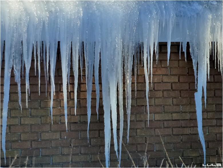 Neige glacée et corniches décorées