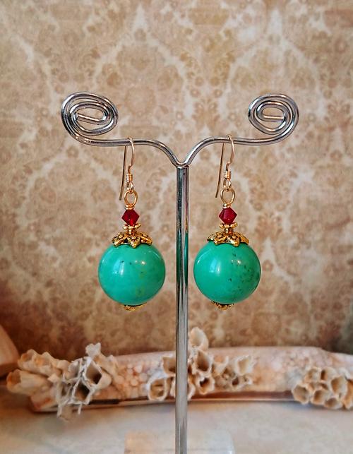Boucles d'oreilles Pierre de turquoise verte naturelle boules 16mm et cristal de Swarovski / plaqué or 14 kt Gold filled