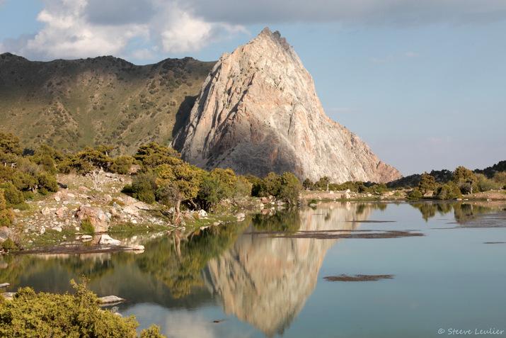 Reflet sur le lac Govkush, Tadjikistan