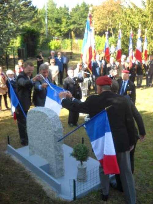 INAUGURATION D'UNE STELE AUX MORTS DE LA GUERRE D'ALGERIE LE 27 SEPTEMBRE 2014 A CHATOU (YVELINES°)