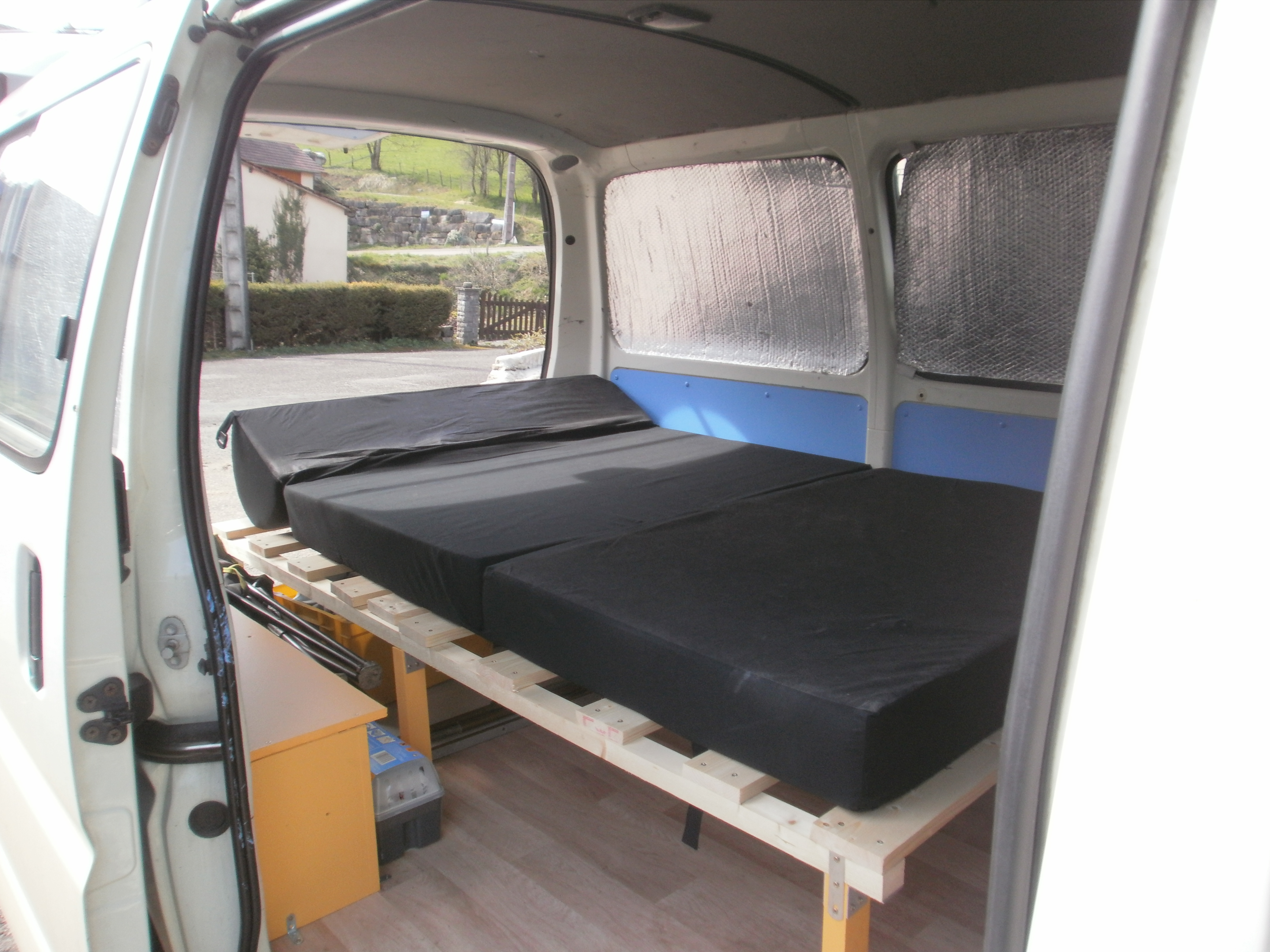 notre toyota hiace am nag le blog de martin emilie. Black Bedroom Furniture Sets. Home Design Ideas