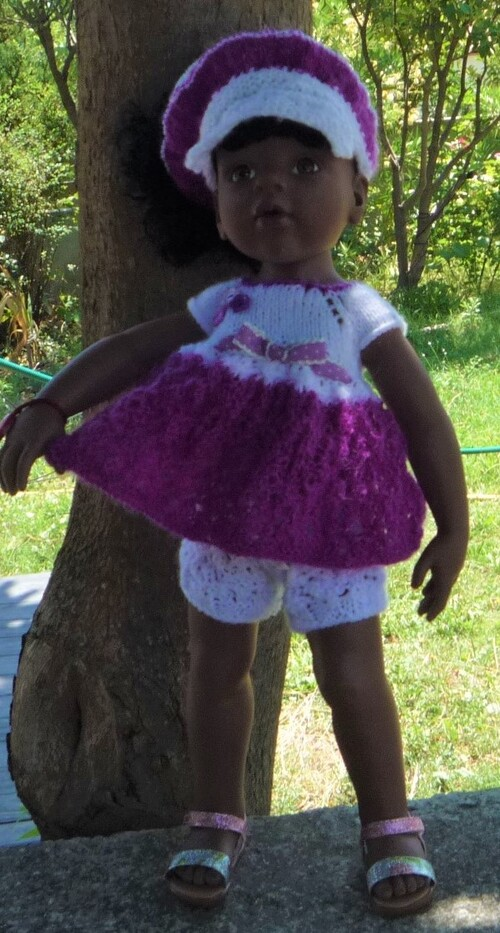 Bintou dans sa tenue toute légère et colorée