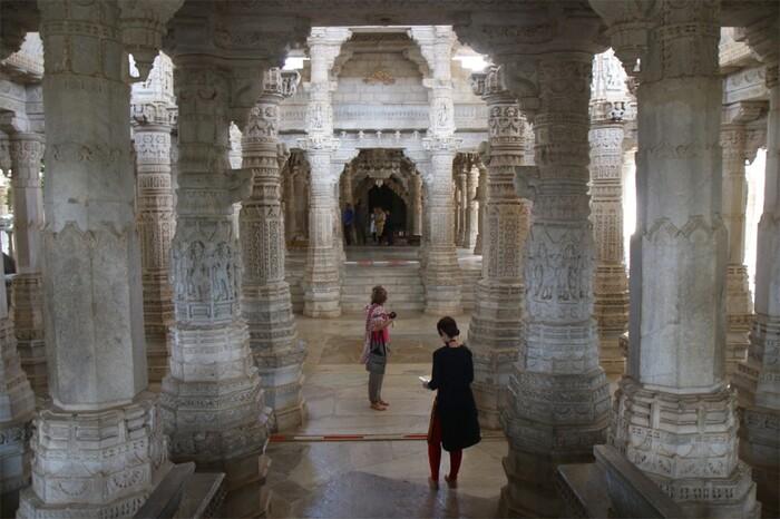 Un temple Jaïn D'où Jaillit La Beauté