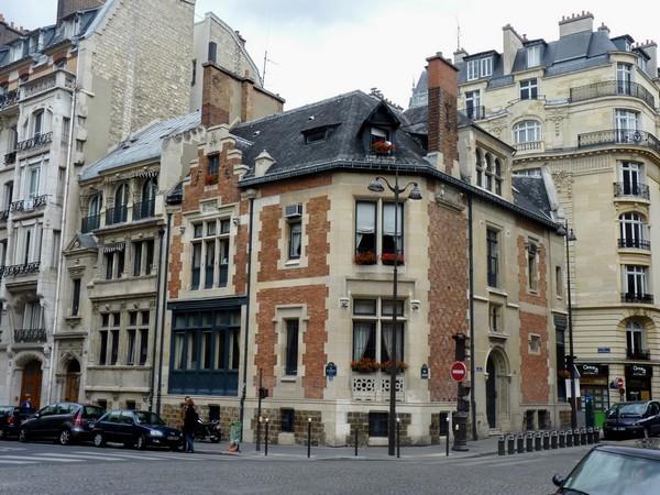 23 - Place Lévis