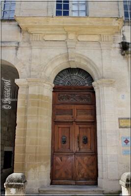 Uzès Hôtel de Rosier porte 17ème siècle Gard