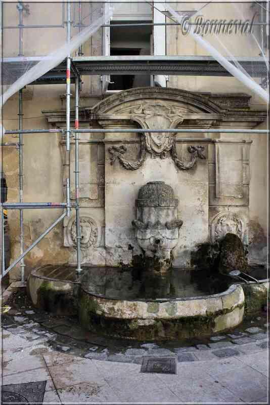 Fontaine de la Place Lourmarin Vaucluse