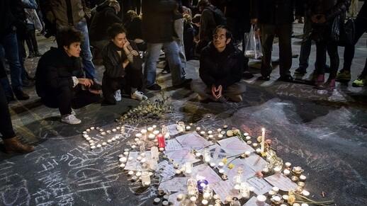 Des cérémonies d'hommage ont régulièrement lieu place de la Bourse à Bruxelles