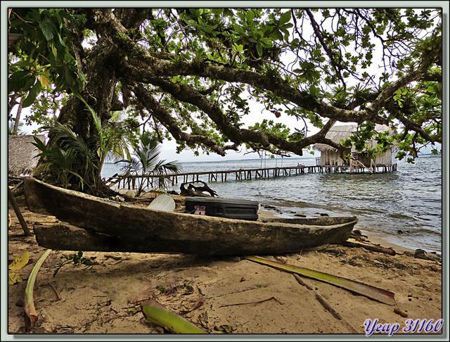 Blog de images-du-pays-des-ours : Images du Pays des Ours (et d'ailleurs ...), Univers de pêcheur guaymi: sa maison, sa pirogue, sa plage. Isla Bastimentos, Bocas Del Toro, Panama