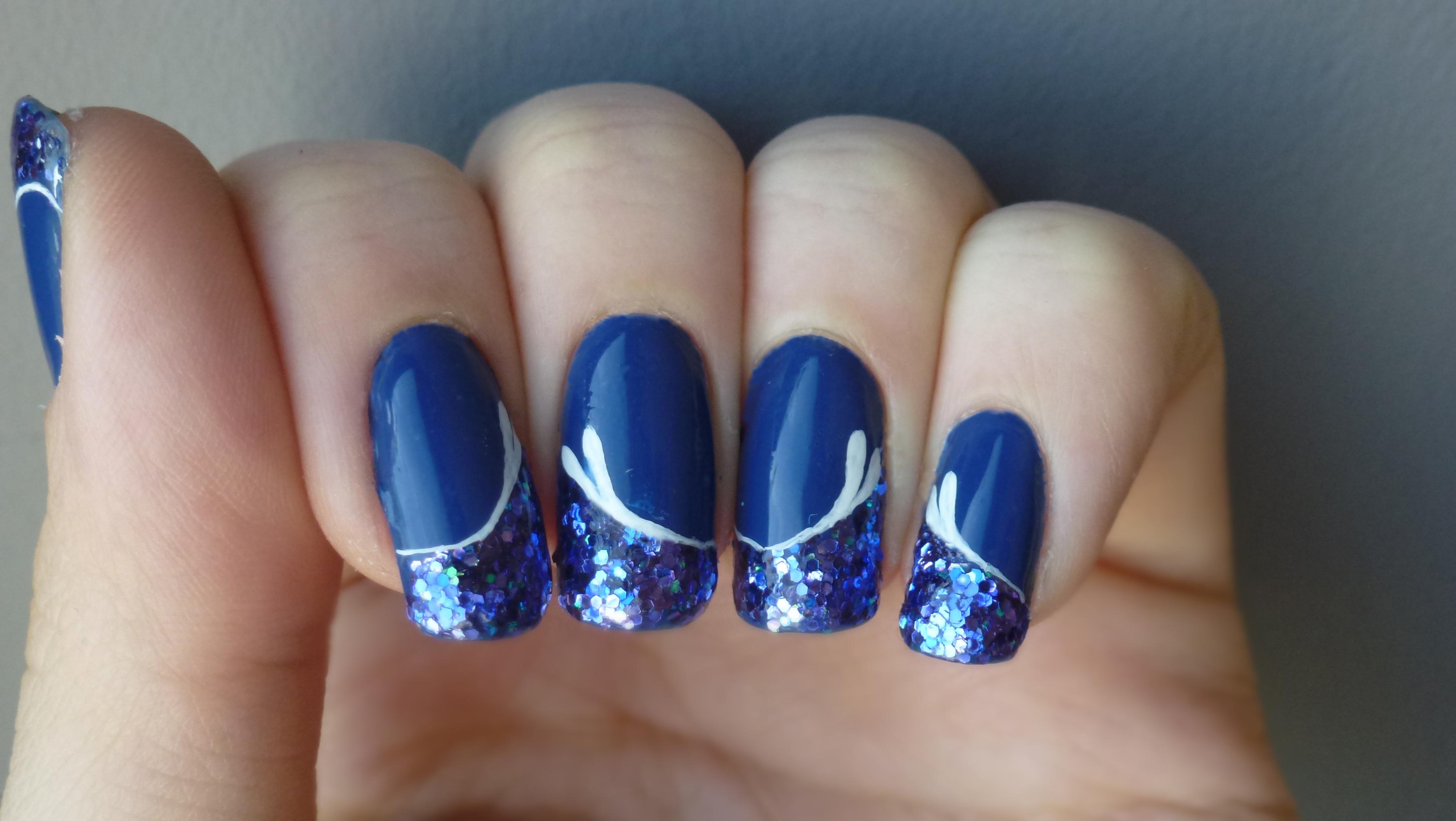 Nail Art bleu pailleté