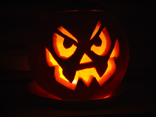 http://upload.wikimedia.org/wikipedia/commons/b/b5/Halloween.JPG