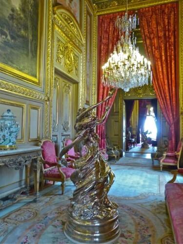 Wim-Delvoye-2-bacchantes-clockwise-Louvre.jpg