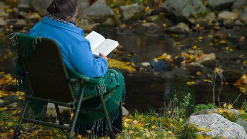 06 - Les vieilles dames et la lecture - En couleurs
