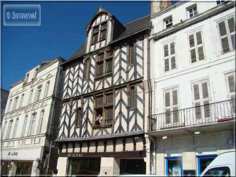 La Rochelle Place du Marché maison à colombages