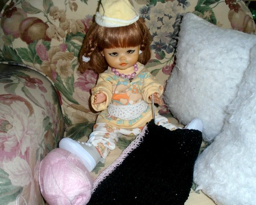 Rosalie fait du crochet