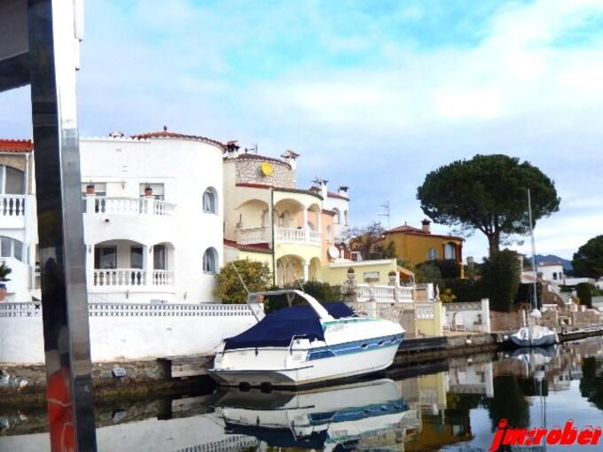 Espagne/Empuriabrava........la venise espagnole avec sa marina géante