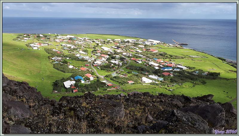 La descente, comme souvent, s'avère plus difficile que la montée, et toujours la vue splendide sur Edinburgh of the Seven Seas avec le Lyrial à l'ancre - Tristan da Cunha