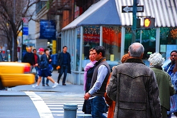 ny_columbus_avenue_people_watching_13_373