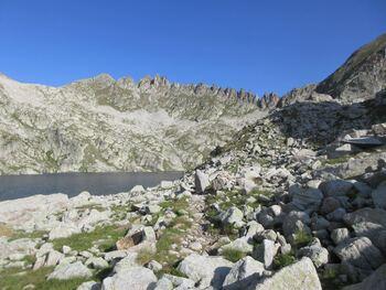 Le lac du Pourtet sous les aiguilles du Pic d'Arroi