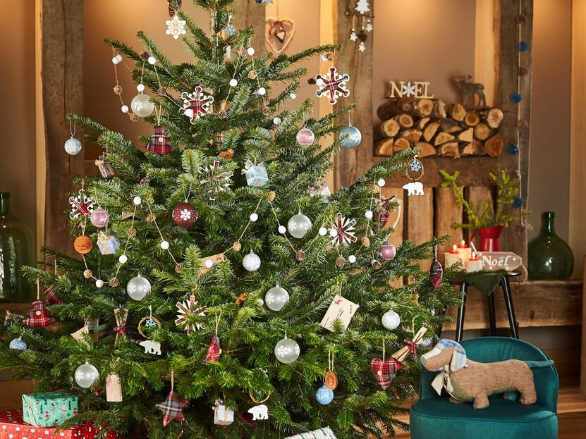 La décoration du sapin de Noël : comment la réussir : Femme Actuelle Le MAG