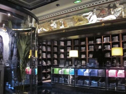 boutique Abercrombie Champs-Elysées rayons